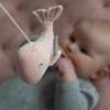 Kép 6/8 - Little Dutch zenélő körforgó natúr fa vázzal - tengeri állatos, pink