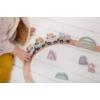 Kép 4/5 - Little Dutch fa játékvonat sínpályával - adventure pink